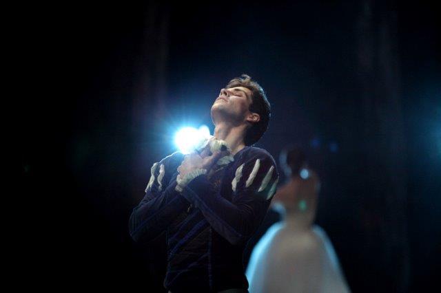 """Roberto Bolle in """"Giselle"""" foto ©Marco Brescia Teatro alla Scala"""