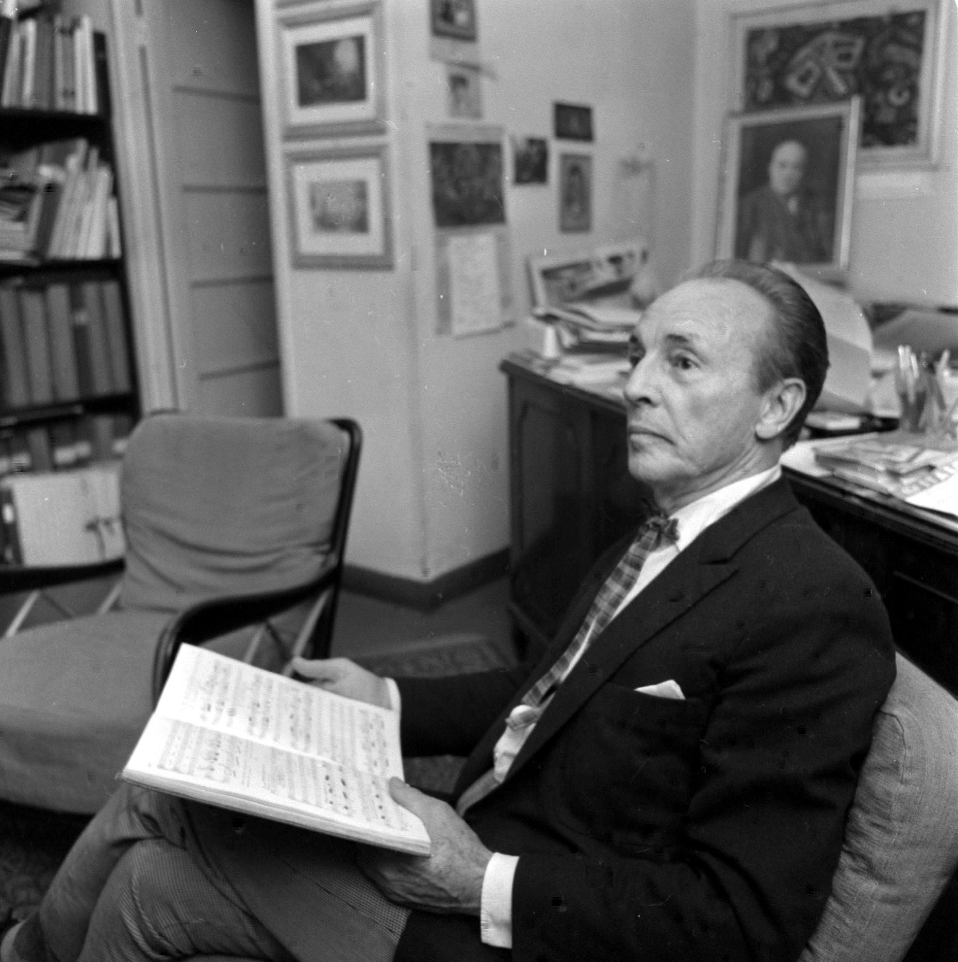 George Balanchine negli uffici del Teatro alla Scala