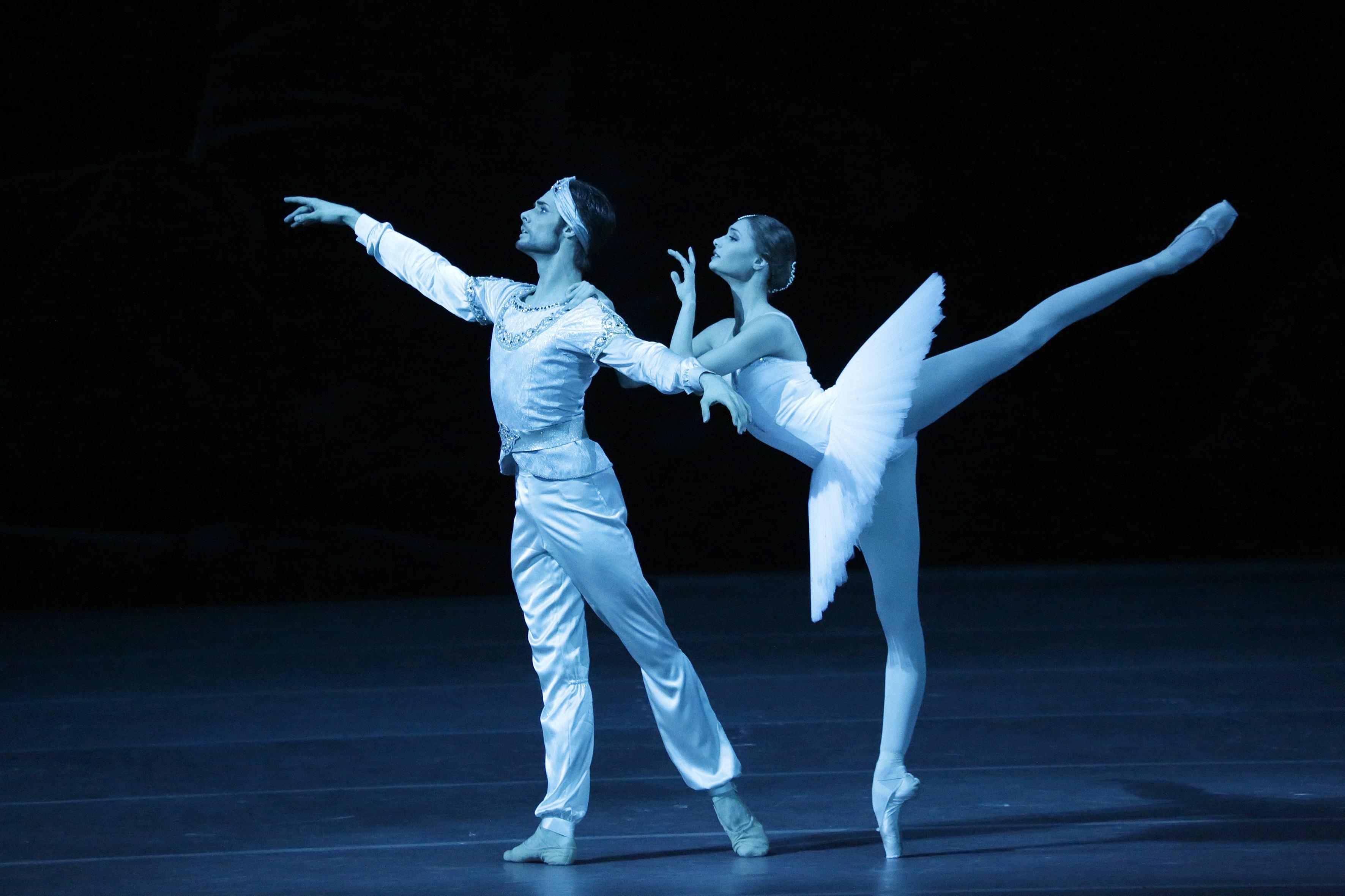 Alyona Kovalyova e Jacopo Tissi foto Damir Yusupov